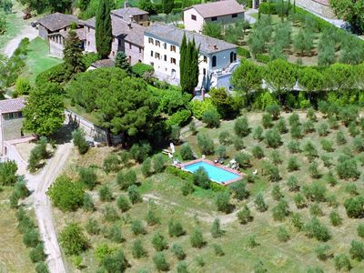 Photo for Villa with pool in beautiful Tuscan countryside