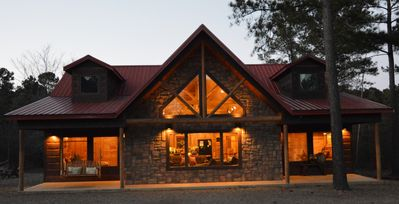 Photo for Family Time, 5 bedroom, 3 bathroom luxury cabin!