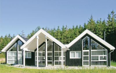 4 bedroom accommodation in Sindal