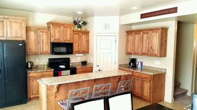 Kitchen w/Dining table and Breakfast Bar