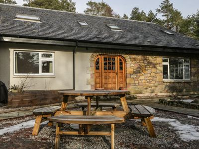 Photo for TIGH NA DROCHIT, pet friendly, with open fire in Garve, Ref 971685