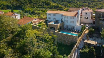 Photo for Beautifully decorated villa with pool in Momjan