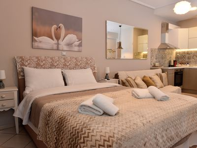 Photo for Cozy Luxury Apartment in the Heart of Athens 8-2