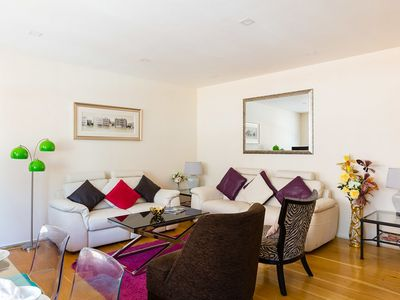 Photo for Spacious 2-bedroom apartment in Mayfair