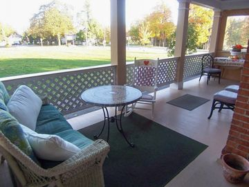 Sleeps 20! DOWNTOWN LAKE GENEVA Fully Licensed 4 Bedrm House & 2 Bedrm Cottage