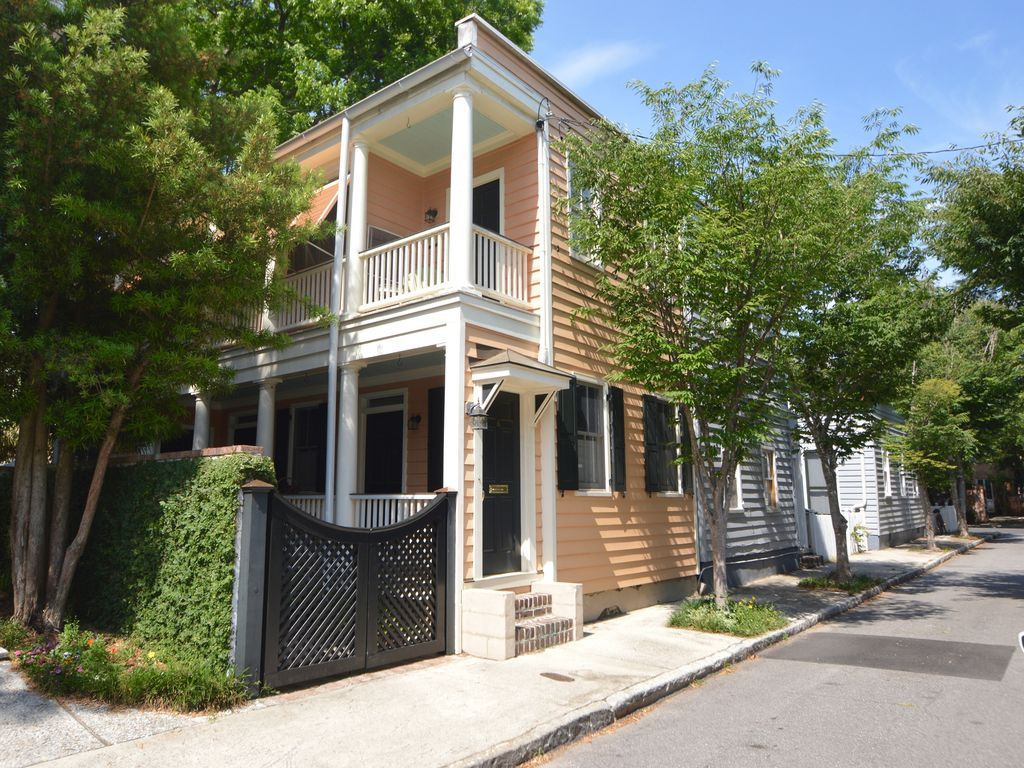Charming charleston single house vrbo for Charleston dog house