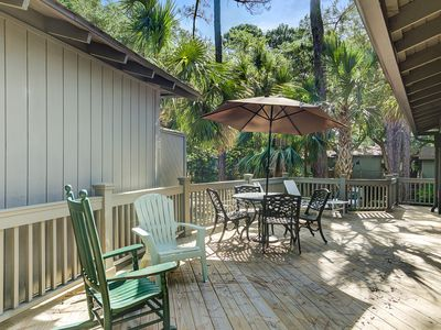Photo for Charming cottage w/ shared pool - close to beach, golf, dining & shopping!