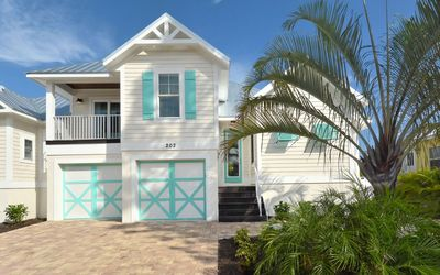 Weekly Summer booking available 4 Bedroom 3 Bathroom , bikes, beach gear, pool and spa