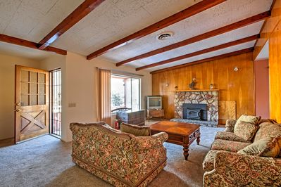 Elevate your California trip with this bright Kernville vacation rental cottage.