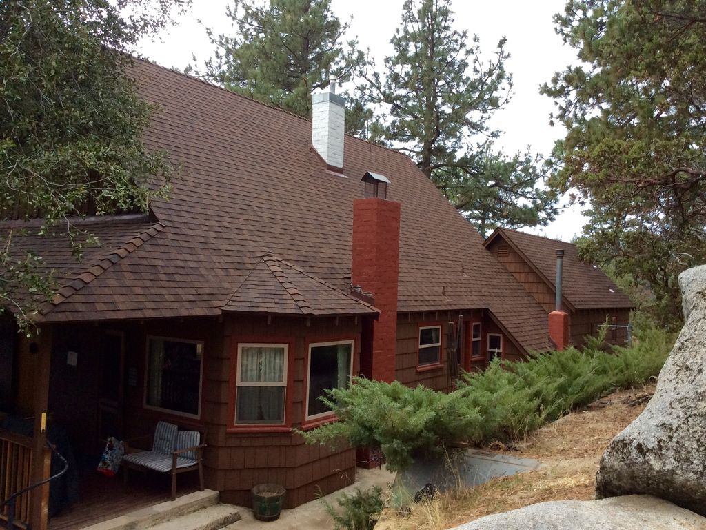 Beautiful historic author 39 s lodge ultimate idy for Knotty pine cabins idyllwild