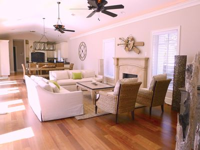 Starfish is an Open Concept Living Room, Dining Room and Kitchen that is perfect for large families. 6 Bedroom, Sleeps 18.