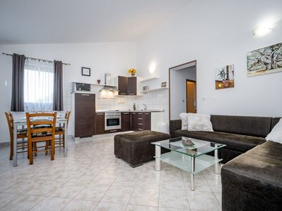 Photo for Lovely apartment for 5 guests with A/C, WIFI, TV, balcony, pets allowed and parking
