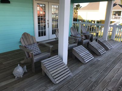 Photo for Crystal Beach Get Away - Sit Back, Relax and enjoy the beach breeze.