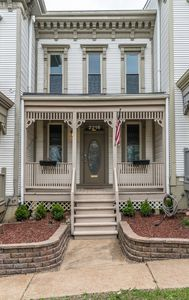 Entrance to Lafayette Square Vacation Rental