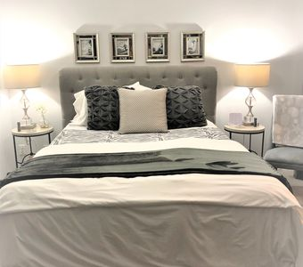 Confortable ! Queen size, top rated bed , mattress topper, top rated linens.
