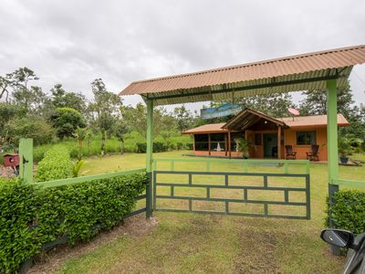 Abuela Flory Home Rental: Includes access to Arenal Manoa Hotel facilities!