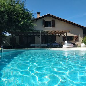 Photo for Family villa ideally placed on the pool with heated pool