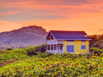 Photo for Romantic Oceanfront Cottage