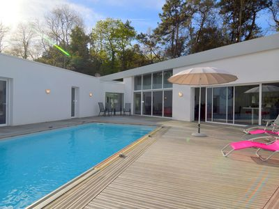 Photo for Villa with High-End Kitchen, Jacuzzi & Pool in Longeville sur mer