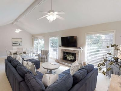 Photo for 2 Min Drive to Harbour Town and the Sea Pines Beach Club!  Neighborhood Pool, Tennis & Private Patio