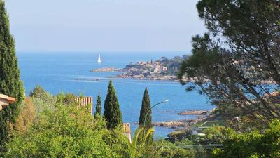 Photo for BIG PROVENCAL WITH POOL 150 METERS FROM THE BEACH PEOPLE 10/11