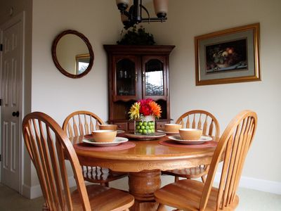 Comfortable Dining Room Seating with Eat-in Counter at Kitchen