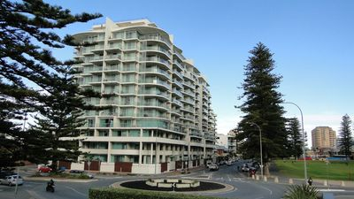 Photo for Glenelg Deluxe Apartment@Liberty- 100 mts to beach + Gym + Pool + Secure Parking