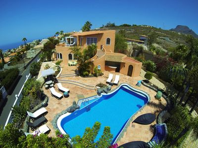 Photo for Private Villa with heated Pool and Seaview