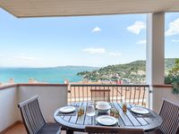 Nice and clean appartment - perfect view over the bay and harbour