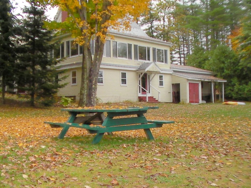 Woodstock Holiday House Lakefront Near Sunday River Steam - Huge picnic table