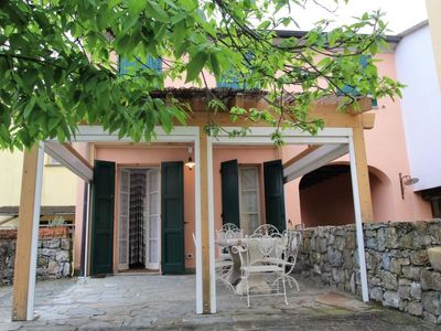 Photo for 2 bedroom Villa, sleeps 5 in Soviore with Pool