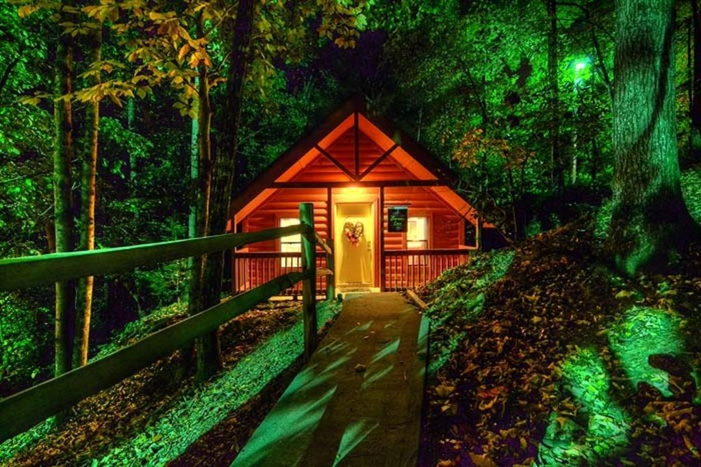 Free attraction tickets heart jacuzzi tub vrbo for Cabin in gatlinburg with hot tub