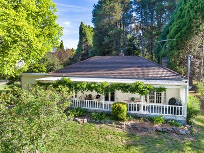 Photo for Redwood Cottage - Burradoo getaway, Southern Highlands - 4pm Check Out Sunday