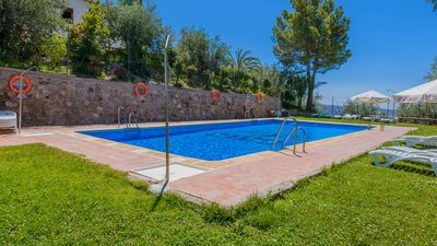 Photo for 4-bed holiday home with gorgeous shared pool area in Granada province