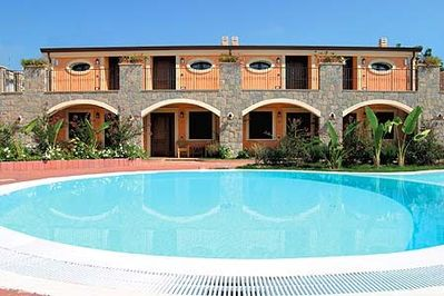 Here you will feel at ease: beautiful holiday apartments with pool.