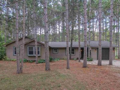 Photo for Beautiful, modern vacation home just steps from the ski slopes and golf course!