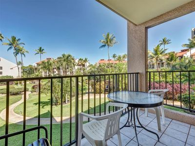 Photo for Homey Comfort+Style! Upgraded Kitchen, WiFi, Roomy Lanai–Kamaole Sands 7208