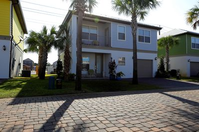 White Sands Excape - Spacious 4 Bd/4 Bth Beach House 3 Blocks from Emerald Coast