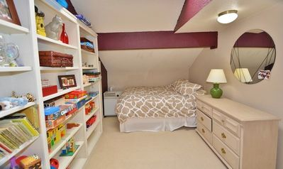 Private Guest Bedroom #5 with Full Size bed and private bathroom