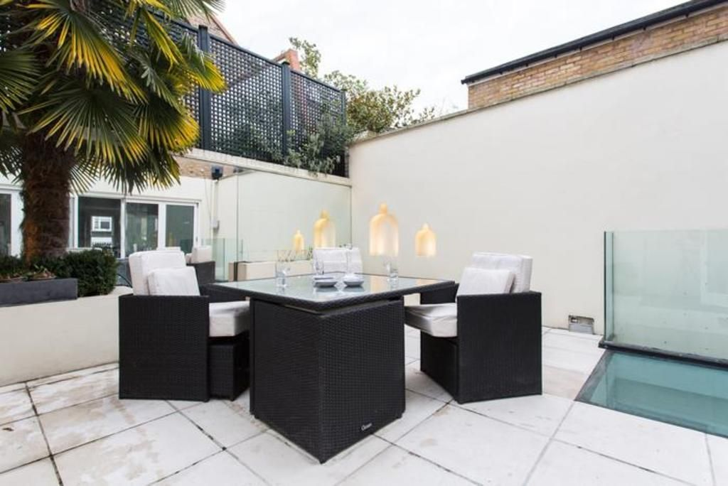 London Home 268, Enjoy a Holiday of a Lifetime Renting Your Own Private London Home - Studio Villa, Sleeps 8