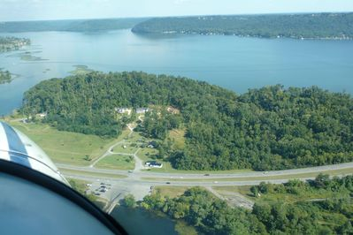 This view shows the two drives going up to Lake Shore Cabin.  There is The Bridge Bait Shop as you turn in the first drive.  The boat launch is directly across the highway from the property.