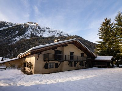 Photo for 6 bedroom Chalet, sleeps 14 with FREE WiFi and Walk to Shops