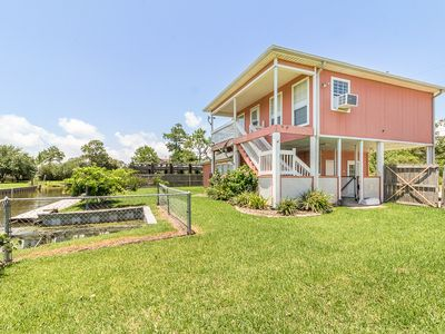 Cozy Waterfront home with canal access to Calcasieu Lake