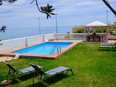 Villa seaviews, pool, 200 mt to beach. AIRCON . Free WIFI.Big garden.