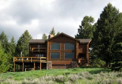 Log Home sits on a hill overlooking the Buffalo Valley.