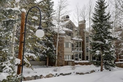 Chateau d'Mont #2715--1700 sq. ft. 2BR/2BA condo slopeside near the Peru lift.
