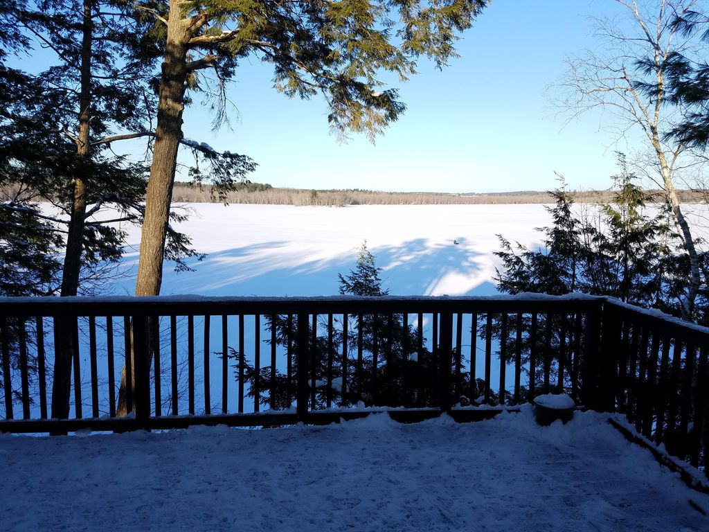 Cozy waterfront cabin with amazing year round fishing for Fishing cabin rentals near me
