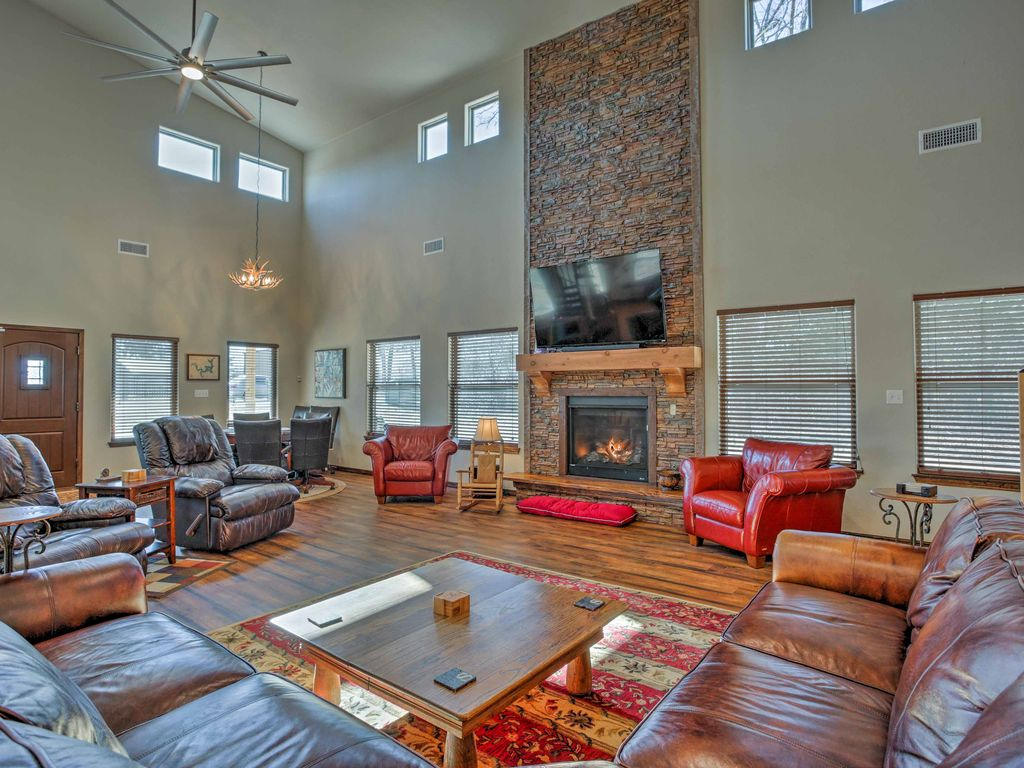 New 5br kingston home w porch walk to lake vrbo for Lake texoma cabins with hot tub
