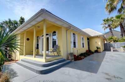 4BR/3BA 2 story with guest house.  Bigger than it looks!