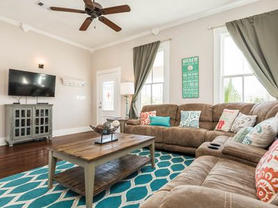 Photo for Dog-friendly home within walking distance of beach, restaurants, Pleasure Pier!